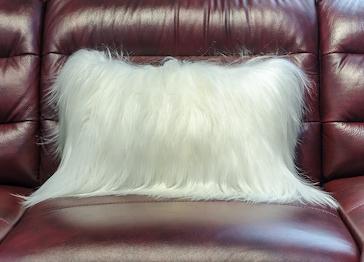 Меховая подушка Як белый