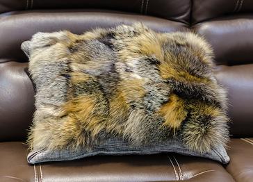 Меховая подушка лиса