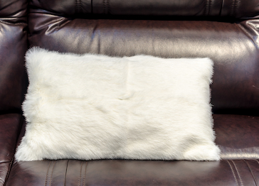 Меховая подушка кролик