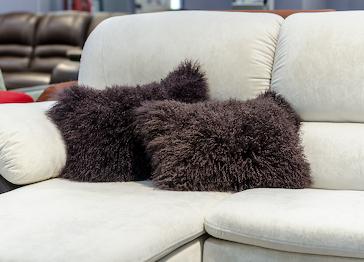Меховая подушка лама