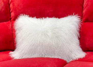 Меховая подушка Лама белая